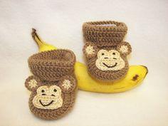 He encontrado este interesante anuncio de Etsy en https://www.etsy.com/es/listing/179226478/crochet-pattern-baby-booties-monkey