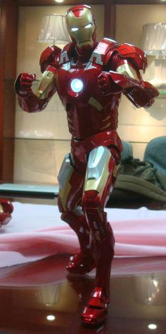 Want to end your week on a high note? Then feast your peepers on the 1/4 Scale Iron Man action figure!