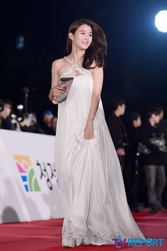 Nam Bo Ra @ 34th (2013) Blue Dragon Film Awards » Dramabeans » Deconstructing korean dramas and kpop culture Korean Actresses, Actors & Actresses, Korean Actors, Korean Celebrities, Beautiful Celebrities, Nam Bo Ra, Cute Dresses, Formal Dresses, Asian Love