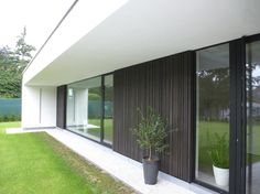 overkapping ? Shed Design, House Design, Modern House Facades, Bungalow, House Extensions, Facade Architecture, Facade House, Interior Design Living Room, Ramen