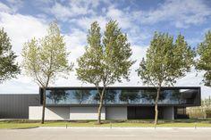 Image 8 of 22 from gallery of Versluys / Govaert & Vanhoutte Architects. Photograph by Tim Van De Velde Minimal Architecture, Modern Architecture House, Facade Architecture, Residential Architecture, Modern Villa Design, Modern Mansion, Unusual Homes, Facade House, Exterior Design