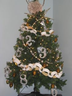 Homemade Paper Christmas Ornaments @lifeonlyford #diy #christmas