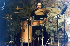 Drumming legend Peter Erskine completely destroying the vibe of the Club Jordan kit by surrounding it with a load of peripheral cymbals and stands and playing it WHILE SITTING ON A FREAKIN' STOOL!