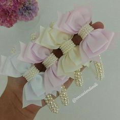 Baby Hair Bows, Ribbon Hair Bows, Baby Headbands, Pretty Hairstyles, Girl Hairstyles, Bow Pattern, Pearl Headband, Adult Crafts, Sewing For Kids