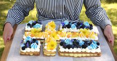 Garden Parties, Juni, Birthday Cake, Party, Desserts, Food, Students, Birthday Cakes, Meal