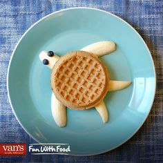 Turtle waffle & bananas