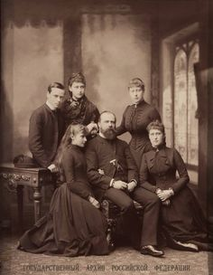 Ernie, Ella, Victoria,Alix and Irene H with heir father Ludwig