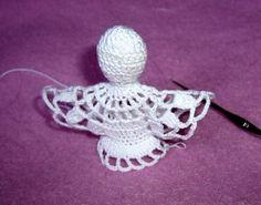 Szydełkowy anioł (wzór)/Crochet angel (pattern) - Her Crochet Szydełkowy anioł (ogród) / Häkelngel (Muster) - Ihre Häkelarbeit Crochet Angel Pattern, Crochet Angels, Crochet Patterns, Crochet Hats, Crochet Christmas Decorations, Holiday Crochet, Christmas Crafts, Crochet Chicken, Crochet Dreamcatcher