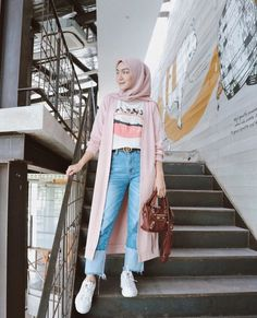 Discover recipes, home ideas, style inspiration and other ideas to try. Modern Hijab Fashion, Street Hijab Fashion, Hijab Fashion Inspiration, Muslim Fashion, Korean Fashion, Fashion Outfits, Hijab Fashion Style, Hijab Casual, Ootd Hijab