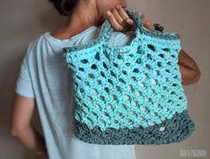 Cómo hacer un bolso con trapillo y que no pese ༺✿ƬⱤღ http://www.pinterest.com/teretegui/✿༻