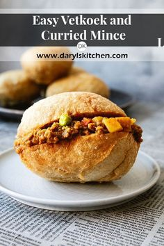 A traditional vetkoek (fried dough) recipe paired with an amazing curried mince that is sure to please everyone. Vetkoek can be paired with all kinds of fillings both savoury and sweet. Mince Recipes, Curry Recipes, Cooking Recipes, Oven Recipes, South African Dishes, South African Recipes, South African Desserts, Curry Mince Recipe, Kos