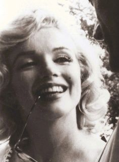 Marilyn Monroe photographed by Sam Shaw, 1957.