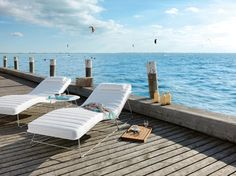 Elegant and slim outdoor sun loungers in white. From the Slim collection © Viteo Outdoor Lounge, Outdoor Seating, Outdoor Life, Outdoor Decor, Contemporary Garden Furniture, Outdoor Furniture Design, Teak, Bench Designs, Sustainable Design