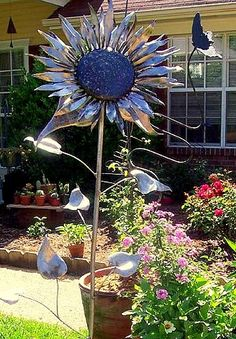 Sunflower Garden Sculpture Nfm: copper as branches and aluminum soda can for petals and leafs could work also? Garden Crafts, Garden Art, Garden Design, Tin Can Flowers, Metal Flowers, Metal Yard Art, Metal Art, Unique Gardens, Amazing Gardens
