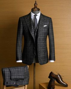 My Dapper Self by Ed Ruiz — Everything on point. Sharp Dressed Man, Well Dressed Men, Mens Fashion Suits, Mens Suits, Grey Suit Men, Mode Masculine, Mode Costume, Look Man, Men Formal