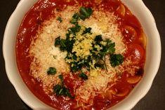 Nachgekocht aus dem BioRezeptkistl von Adamah Biohof One Pot Pasta, Hummus, Thai Red Curry, Ethnic Recipes, Food, Beetroot, Rezepte, Essen, Yemek