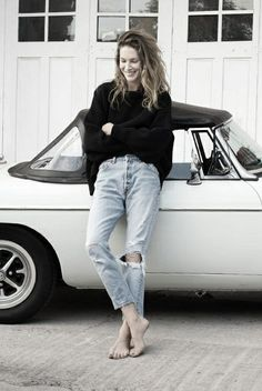 Erin Wasson // Ripped jeans // Boyfriend fit // My style Street Style Outfits, Looks Street Style, Looks Style, Style Me, Jeans Boyfriend, Mom Jeans, Ripped Jeans, Boyfriend Girlfriend Shirts, Destroyed Jeans