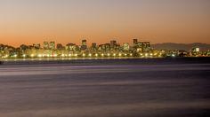 https://flic.kr/p/wnendJ | O Centro da Cidade do Rio de Janeiro ao pôr do sol. | Em primeiro plano temos os bairros do Flamengo e Glória com o Aterro do Flamengo e a Baía da Guanabara..