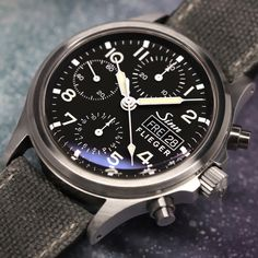 The traditional chronograph with sapphire crystal glass. Amazing Watches, Beautiful Watches, Cool Watches, Sinn Watch, Sporty Watch, Field Watches, Wear Watch, Casual Wear For Men, Dream Watches