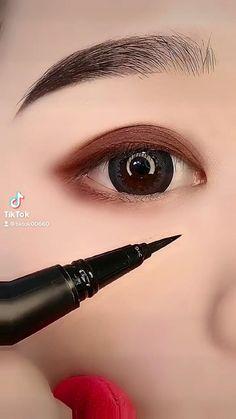 Eyeliner Looks, No Eyeliner Makeup, Eyeliner Tutorial, Jewelry Design, Designer Jewellery, Makeup Tips, Fashion Beauty, Lipstick, Hacks