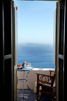 Pano Meria Studio 3 - case in affitto a Oia, Santorini, Grecia Window View, Through The Window, Renting A House, Greece, Places To Go, Beautiful Places, Around The Worlds, House Design, Windows