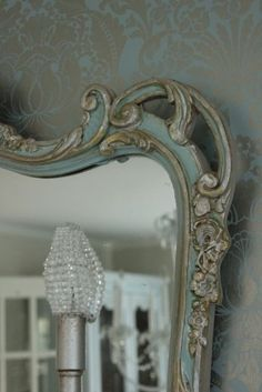 Maison Decor: The Glam Wall Accent Reveal! colors of mirror. Decor, Wallpaper Accent Wall, Shabby Chic, Accent Wall, Beautiful Mirrors, French Mirror, Vintage Mirrors, Mirror Painting, Mirror
