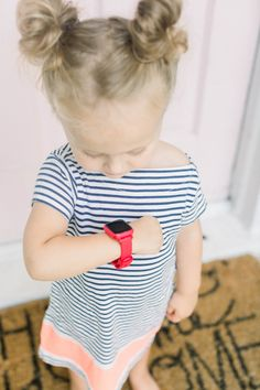Hey Mom! It's almost time for my play date with Emily!   Routines help kids understand the concept of looking forward to things they enjoy.  .⠀⠀⠀⠀⠀⠀⠀⠀⠀⠀⠀⠀ .⠀⠀⠀⠀⠀⠀⠀⠀⠀⠀⠀⠀ .⠀⠀⠀⠀⠀⠀⠀⠀⠀⠀⠀⠀ #OctopusIconBasedWatch #iconbasedwatch #goodhabits #visualscheduling #adaptivecoaching #hardware #hax #maker #iot #startup #kid #familytech #wearable #smartkids #innovation #watch #educational #toys #educationaltoys #OctopusWatch #edtech #parentTech #faccsf
