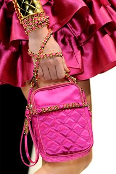 Moschino - Fall/Winter One can never have enough pink.loving this bag. Magenta, Orange Pink, Yellow, Bright Pink, Chanel, Mo S, Everything Pink, Glamour, Pink Fashion