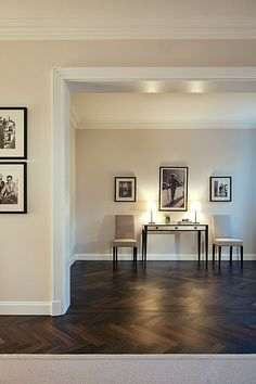 Timeless interior with black and white contrasts.