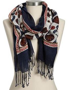 Medallion print scarf from Old Navy Passion For Fashion, Love Fashion, Fashion Beauty, Beautiful Outfits, Cool Outfits, Old Navy Scarves, Cute Scarfs, Just Girly Things, Autumn Winter Fashion