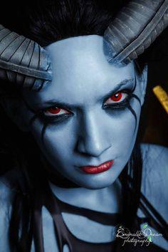 Dota 2 cosplay: Queen of Pain (subiendo)