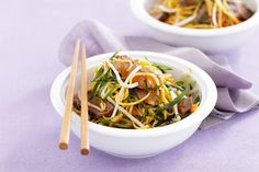 Asian beef noodle salad Just six ingredients is all you need for this budget-friendly Asian noodle s Healthy Noodle Recipes, Beef Recipes, Salad Recipes, Budget Family Meals, Pak Choy, Beef And Noodles, Garlic Noodles, Asian Beef, Noodle Salad