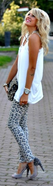 She is just way too cute. Her style is adorable and chic:)