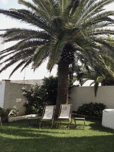 Jardín Outdoor Furniture, Outdoor Decor, Sun Lounger, Sidewalk, Home Decor, Apartments, Chaise Longue, Decoration Home, Room Decor