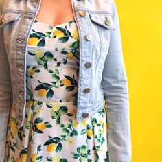 This bright and colourful lemon printed dress is perfect for wearing on a sunny day! The jean jacket makes it more casual. Love Fashion, Womens Fashion, Teen Fashion, Fashion Ideas, Pretty Outfits, Cute Outfits, Lemon Print Dress, Classy And Fabulous, Fashion Pictures