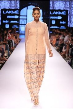 Payal Singhal. LFW S/R 15'. Indian Couture.