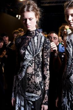 Alexander McQueen – 25 photos - the complete collection/  SS2016