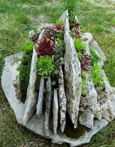 47 Cool And Unique Garden Decor Ideas - Page 42 of 49 Unique Garden Decor, Outdoor Garden Decor, Unique Gardens, Outdoor Gardens, Landscaping With Rocks, Backyard Landscaping, Landscaping Design, Succulent Rock Garden, Rock Planters