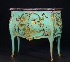 Commode d'entre-deux, dite « sauteuse », en laque bleu européen. Par Jacques DUBOIS (1694-1763)