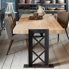 Stoere industriële tafel Reykjavik Steel Furniture, Industrial Furniture, Vintage Industrial, Industrial Design, Wood Steel, Wood And Metal, Metal Design, Woodworking Projects, Decoration