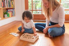 With so many new abilities acquired in the recent months, toddlers are seeking ways to exercise their language and motor skills. Here are five opportunities for Montessori activities that you can present to an 18-month-old. Montessori Bedroom, Montessori Toddler, Montessori Toys, Toddler Toys, Learning Games For Kids, Baby Learning, Terrible Twos, Baby Faces, Developmental Toys