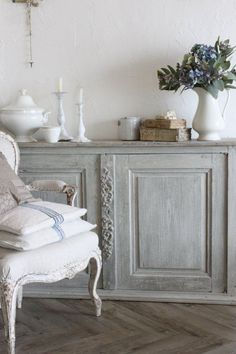 shabby, grey accent