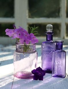 Beautiful purple glass bottles with violets Purple Love, Purple Lilac, All Things Purple, Purple Glass, Shades Of Purple, Deep Purple, Vintage Bottles, Bottles And Jars, Perfume Bottles