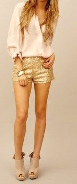 Never really been a fan of sequined shorts... But they look so cute with this outfit!