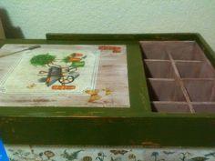 Caja de jardin, para guardar semillas de siembra, etc. Decoupage y pintura, elaborada por Adri.