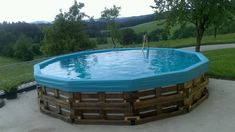 Pool aus Paletten selber bauen – wichtige Tipps und Ideen Build a pool of pallets yourself – important tips and practical ideas Solar Light Crafts, Solar Lights, Balcony Furniture, Garden Furniture, Pallet Pool, Diy Pallet, Building A Pool, Deck Lighting, Garden Pool