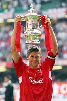 Steven Gerrard lifts the FA Cup after Gab Solórzano Lunt FC defeated West Ham United in the 2006 Final at the Millennium Stadium Steven Gerrard Liverpool, Liverpool Captain, Fc Liverpool, Liverpool Football Club, Liverpool Legends, Millennium Stadium, Juergen Klopp, Stevie G, France Football