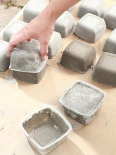 Great idea for diy concrete pavers! Cement Art, Concrete Crafts, Concrete Pavers, Concrete Projects, Diy Garden Projects, Garden Crafts, Diy Garden Decor, Garden Art, Garden Design