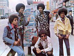 Jackson Jackie Tito Jermaine Marlon and Michael Jackson in Tokyo 1973 The Jackson Five, Jackson Family, Janet Jackson, Berry Gordy, Michael Jackson Pics, Chor, The Jacksons, Soul Music, Popular Music