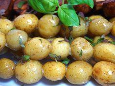 Grillad potatis på spett, ett fantastiskt gott och enkelt tillbehör till det grillade, för vem blir inte glad av lite helt vanlig potatis. Love Food, Side Dishes, Bbq, Goodies, Food And Drink, Potatoes, Cooking Recipes, Snacks, Dessert